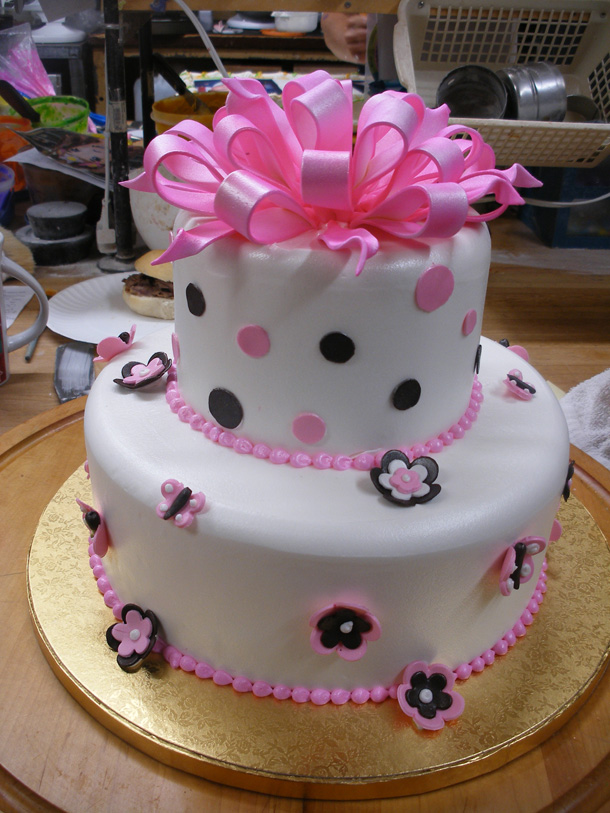 fondant-bow,-dots-and-butterflies